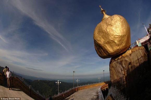 Hòn đá thiêng bằng vàng ở Myanmar và bí mật ẩn chứa bên trong - 11