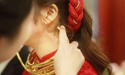 Cô dâu đeo vàng nặng trĩu trong đám cưới chi 2,5 tỷ tiền bắc rạp, trang trí 100% hoa tươi