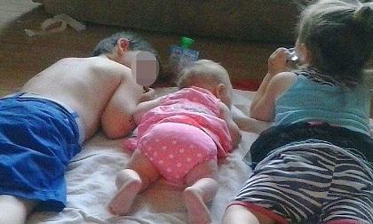Để ở bên người tình, mẹ liên tục tiêm ma túy cho 3 con nhỏ