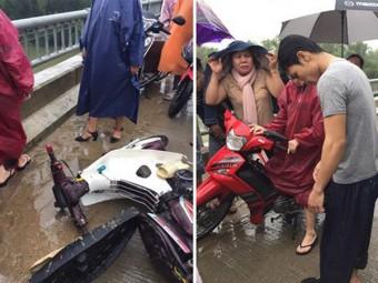 Thanh niên chạy xe máy đâm vào thành cầu, lao xuống sông và 'khoảnh khắc xuất thần' lan tỏa khắp mạng xã hội