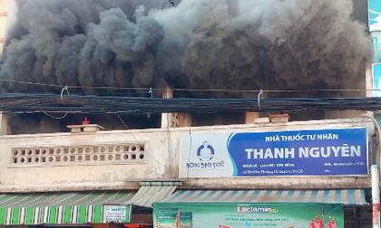 Nhà liền kề ở Sài Gòn cháy dữ dội, khói đen bốc lên cuồn cuộn