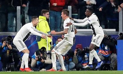 Ronaldo và Mandzukic phối hợp ghi bàn đẹp mắt, Juventus đả bại Valencia