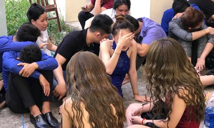 Hàng chục trai xinh gái đẹp phê ma tuý nhảy múa như thiêu thân trong quán bar ở Sài Gòn