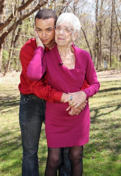 Cụ bà 91 tuổi cảm thấy hãnh diện và được tái sinh khi yêu trai trẻ 31 tuổi suốt 5 năm-1