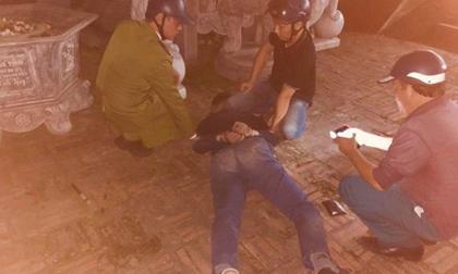 Nam thanh niên vác súng vào chùa bắn liên hồi rồi dùng dao tự sát