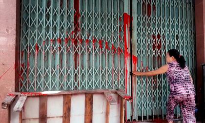 Kêu cứu vì bị nhóm đòi nợ thuê tạt sơn, dọa giết cả nhà
