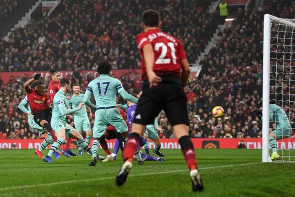 Mourinho dũng cảm, Man United khiến Old Trafford tự hào trong ngày đối đầu Arsenal - Ảnh 3.