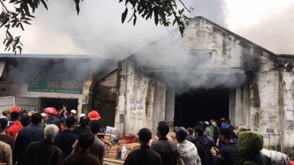 Cháy lớn kho hàng 2.000 m2 gần chợ Vinh, người dân hoảng sợ tháo chạy - Ảnh 6.