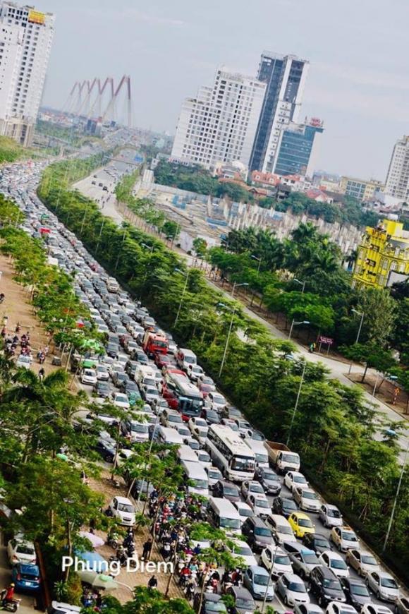 Kinh ngạc hàng trăm ô tô đứng sát nhau, kẹt cứng không lối thoát ở Hà Nội - Ảnh 6.