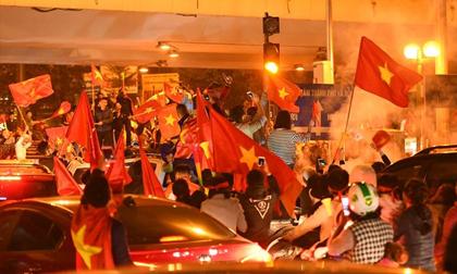Người Việt có một tình yêu bóng đá kỳ lạ như thế