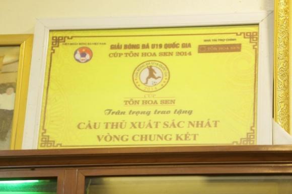 Quang Hải được nhận giải cầu thủ xuất sắc nhất từ khi còn ở đội tuyển U19