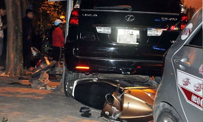 Thông tin mới vụ Lexus tông liên hoàn tại hồ Tây, 5 người bị thương