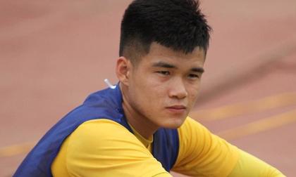Tâm sự xúc động của trung vệ đội tuyển Việt Nam: 'Con đau lắm bố ơi'