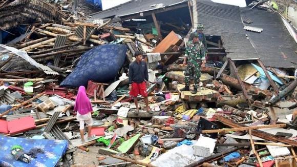 Khung cảnh tan hoang tại Indonesia sau khi cơn sóng thần đi qua.