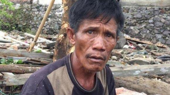 Anh Udin Ahok đã buộc phải đưa ra quyết định nghiệt ngã cứu vợ, mẹ hay con trai trong trận sóng thần ở Indonesia vừa qua.