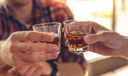 Nên ăn gì trước và trong khi uống rượu bia?