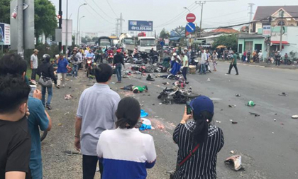 Tai nạn kinh hoàng: Container cán qua nhiều xe máy, 19 người thương vong