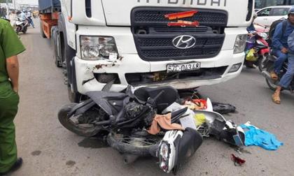 """Vụ tai nạn thảm khốc ở Bến Lức-Long An: """"Có 2 người bị xe container kéo đi một đoạn dài"""""""