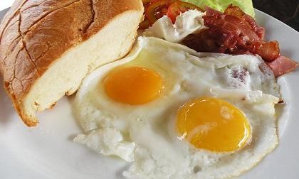 Vạch mặt thực phẩm đại kỵ vào bữa sáng, nhiều người vẫn ăn mà chẳng biết đang mở cửa đón bệnh vào nhà