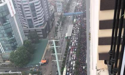 Tắc đường kinh hoàng ở Hà Nội sáng nay: 'Qua 20 cái đèn xanh rồi mà vẫn không thể di chuyển'