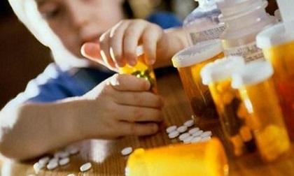 3 cháu nhỏ nhập viện vì uống nhầm thuốc người lớn, bác sĩ vạch rõ nguyên nhân do bố mẹ