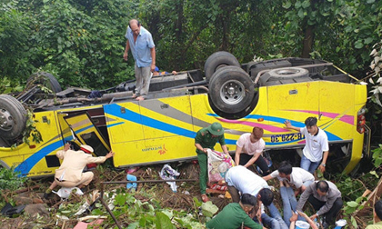 Xe khách chở sinh viên lao xuống vực đèo Hải Vân có dấu hiệu vượt ẩu