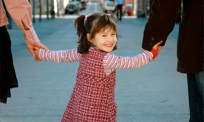 Nếu thấy một đứa trẻ hay cười, 99% nguyên nhân là do điều này