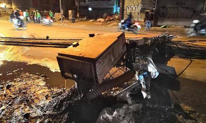 Hà Nội: Kinh hoàng xe bồn kéo đổ hàng loạt cột điện rồi bỏ chạy, khiến nhiều hộ dân mất điện