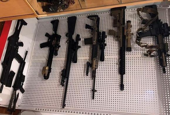 Bắt kẻ giấu kho súng đạn khủng trong nhà ở Hà Nội