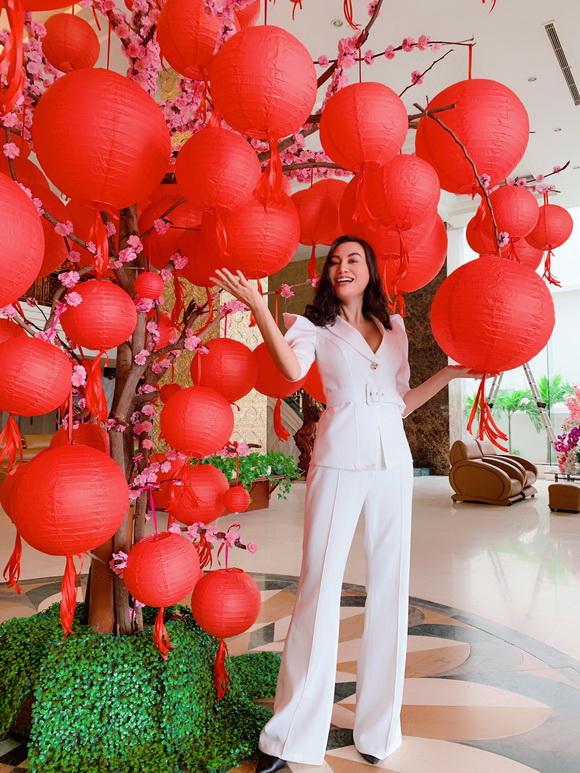 tran-huyen-nhung-121-1-xahoi.com.vn-w580-h773