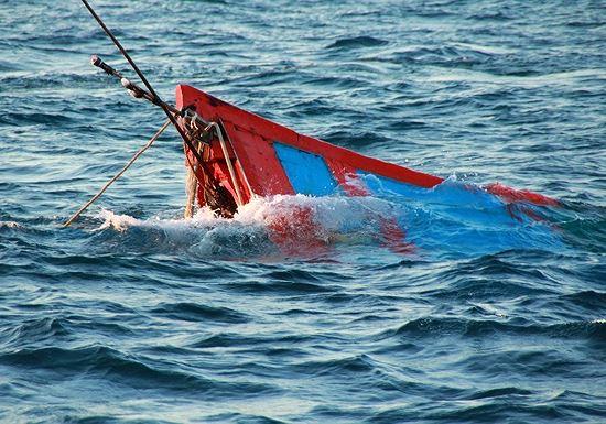 Họp khẩn vụ chìm tàu cá, 10 ngư dân mất tích - 1