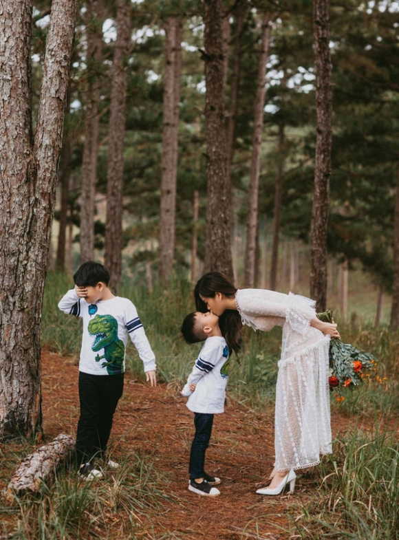 Cuộc sống hạnh phúc của cô gái 'vượt mặt' Hoài Linh, Trấn Thành ẵm giải Mai Vàng 2018