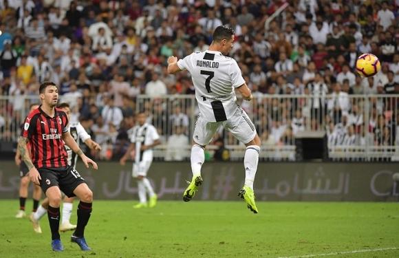 Clip: Đánh đầu tung lưới AC Milan, Ronaldo có danh hiệu đầu tiên cùng Juventus