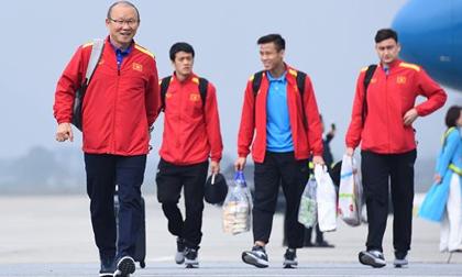 HLV Park Hang Seo và học trò rạng rỡ ngày về Việt Nam