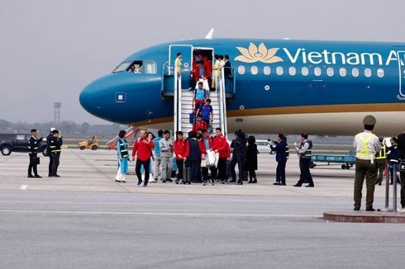 HLV Park Hang Seo và học trò rạng rỡ ngày về Việt Nam - 1