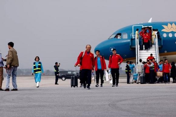 HLV Park Hang Seo và học trò rạng rỡ ngày về Việt Nam - 3