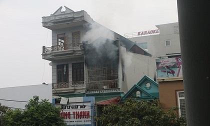 Cháy dữ dội tại cửa hàng kinh doanh giày dép ở Thanh Hóa