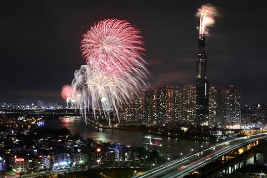 Pháo hoa sáng rực khắp mọi miền Tổ quốc, chào năm mới Kỷ Hợi 2019 - 1
