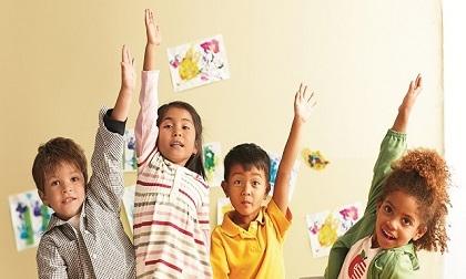 Môi trường giáo dục khác nhau ảnh hưởng thế nào tới sự phát triển của trẻ?
