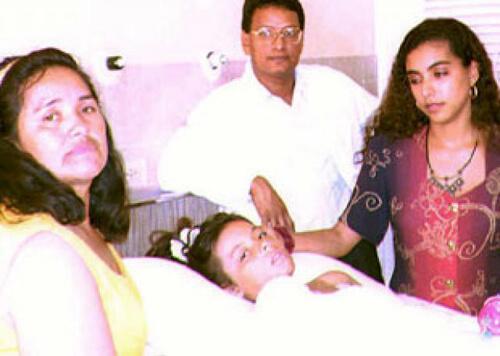 Nhờ cú đẩy của mẹ, bé gái thoát khỏi máy bay nổ khiến 51 người thiệt mạng - 2