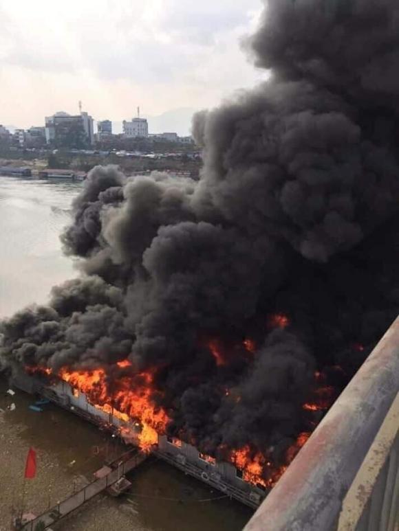 Cháy kinh hoàng tại nhà hàng nổi trên sông Lô ngày mùng 6 Tết - 1