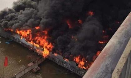 Cháy kinh hoàng tại nhà hàng nổi trên sông Lô ngày mùng 6 Tết