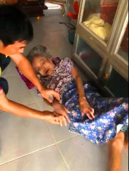 Phẫn nộ nghịch tử bạo hành mẹ già dù được cho tiền tỷ để phụng dưỡng - 1