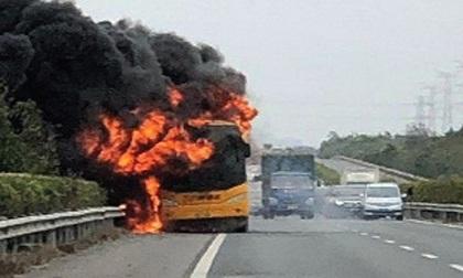 Nổ xe buýt ở Trung Quốc, 42 du khách may mắn thoát chết