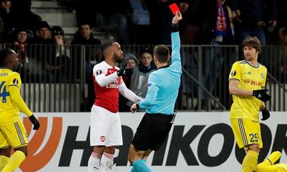 Lacazette ăn thẻ đỏ, Arsenal thua đau ở vòng 1/16 Europa League