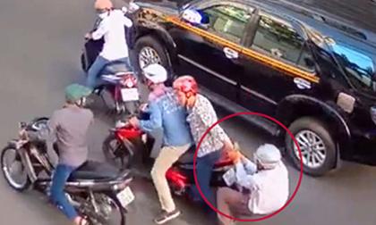 Bình Định: Kẻ lạ mặt liên tục dùng dao, rựa… cướp vàng, tiền của dân