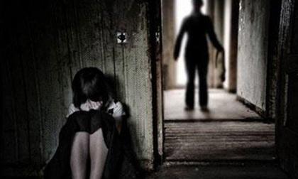 Nghi án nữ sinh 12 tuổi bị xâm hại trên đường đi học về