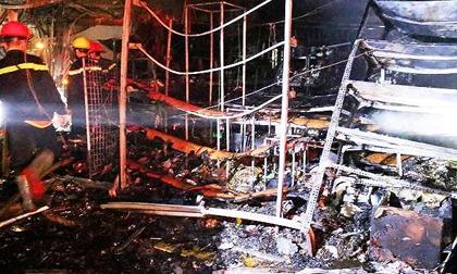 Cháy tiệm tạp hóa trong đêm, cả gia đình 4 người thoát chết