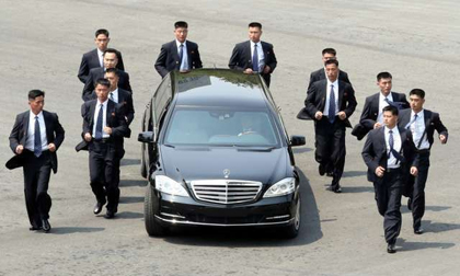 Điều ít biết về 12 cận vệ chạy bộ được mệnh danh 'lá chắn sống' của nhà lãnh đạo Triều Tiên Kim Jong-un