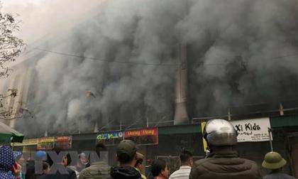 Cháy Trung tâm thương mại ở thị xã Từ Sơn - Bắc Ninh, khói đen mù mịt